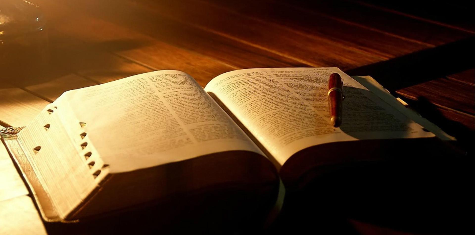 Ataque Total – A Batalha das Bíblias