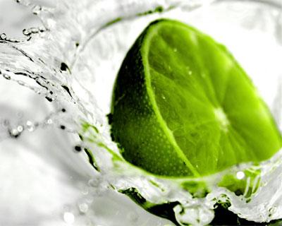 Desintoxique o corpo, reduza o inchaço e regule o pH com esta receita com apenas 2 ingredientes